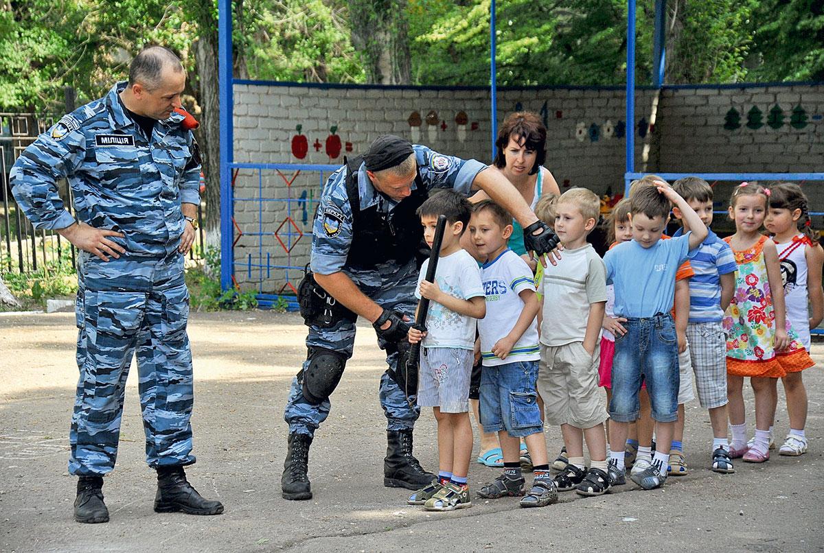 """""""Беркут"""" упаковал в автозак 30 человек в масках в центре Киева - Цензор.НЕТ 8799"""