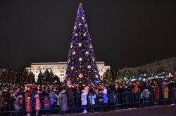 Главная елка Луганска уже зажгла свои огни