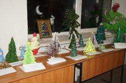 В Луганске студенты устроили фестиваль арт-елок