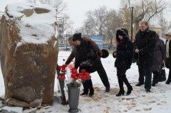 В Луганске почтили память погибших при взрыве в больнице №7