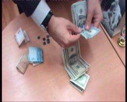 В Луганске проректор одного из вузов попался на взятке в 1300 долларов