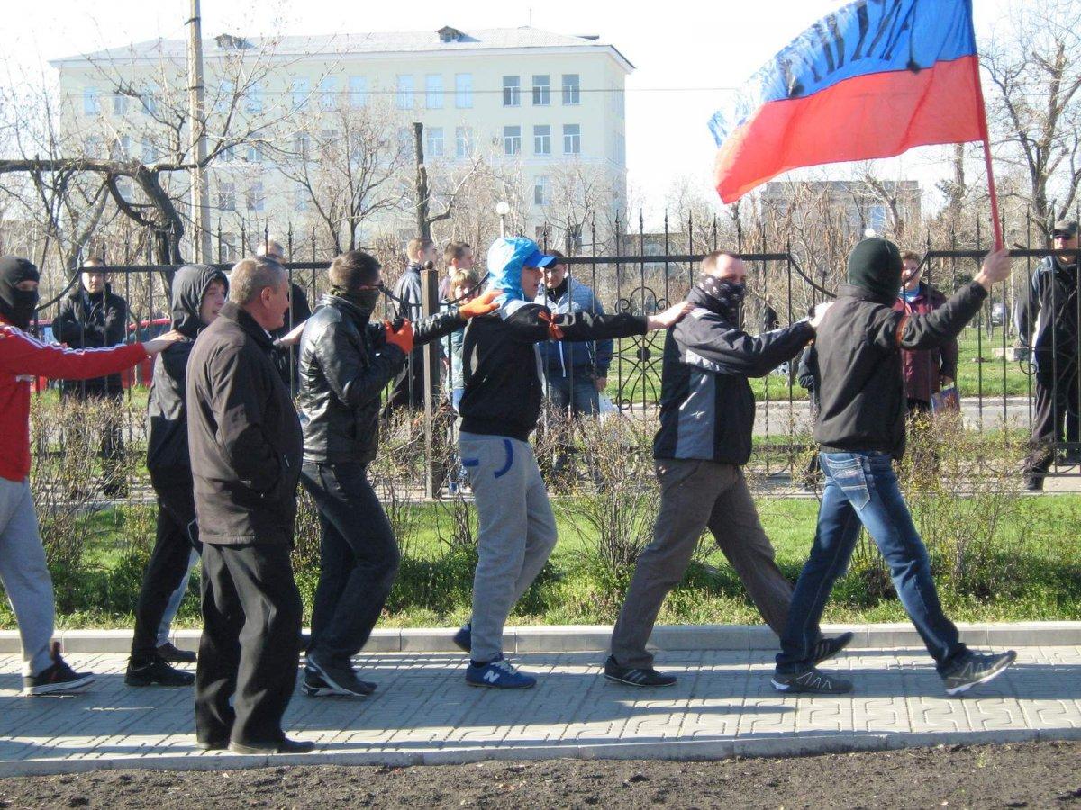 В Северодонецке рашисты избили участников акции «С Украиной в сердце»