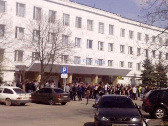 В Стаханове начался штурм городского отдела милиции