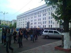 В Луганске проукраинский митинг чудом прошел без столкновений (ФОТО)
