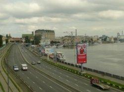 В Киеве сегодня и завтра частично ограничат движение транспорта на Набережном шоссе