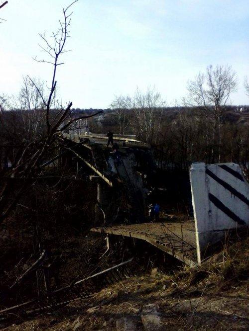 Фото разрушенного моста в Станице