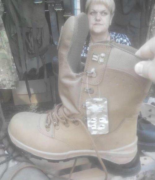 Новую обувь для ВСУ уже продают на рынке во Львове