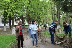 Переселенцы из Донбасса приняли участие в уборке Луцка перед Пасхой