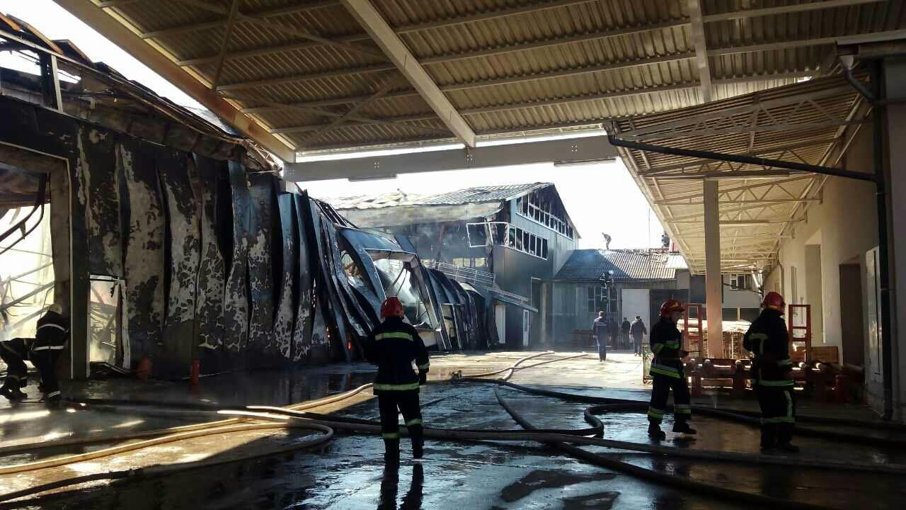 ВИвано-Франковской обл. пламенеют склады мебельной фабрики, здешние граждане слышали взрывы