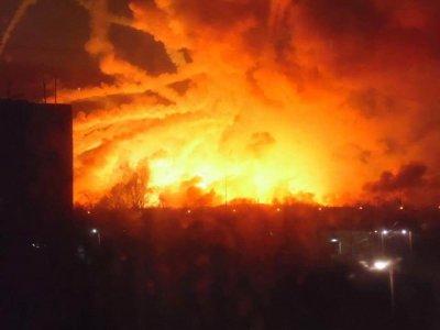 Взрыв на военном складе в Балаклее: людей эвакуируют, на месте работают спасатели и комиссия МО