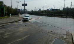 В Киеве затопило улицу Борщаговскую