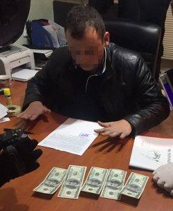 В Одесской области полицейского поймали на взятке $500