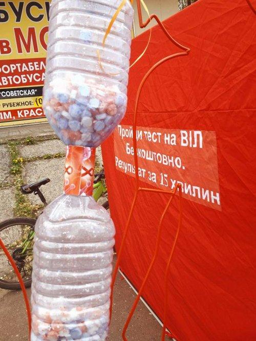 «Не забыты»: в Рубежном почтили память умерших от ВИЧ/СПИД