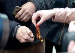 Порошенко подписал закон о запрете георгиевской ленты
