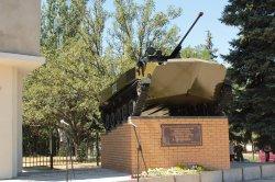 В центре Луганска взорвали памятник террористам - БМД рядом с украинским театром
