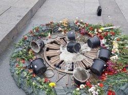 В Киеве залили цементом Вечный огонь