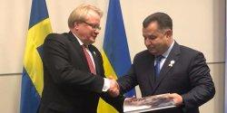 Украина получила поддержку Швеции в вопросах привлечения миротворческой миссии на Донбасс