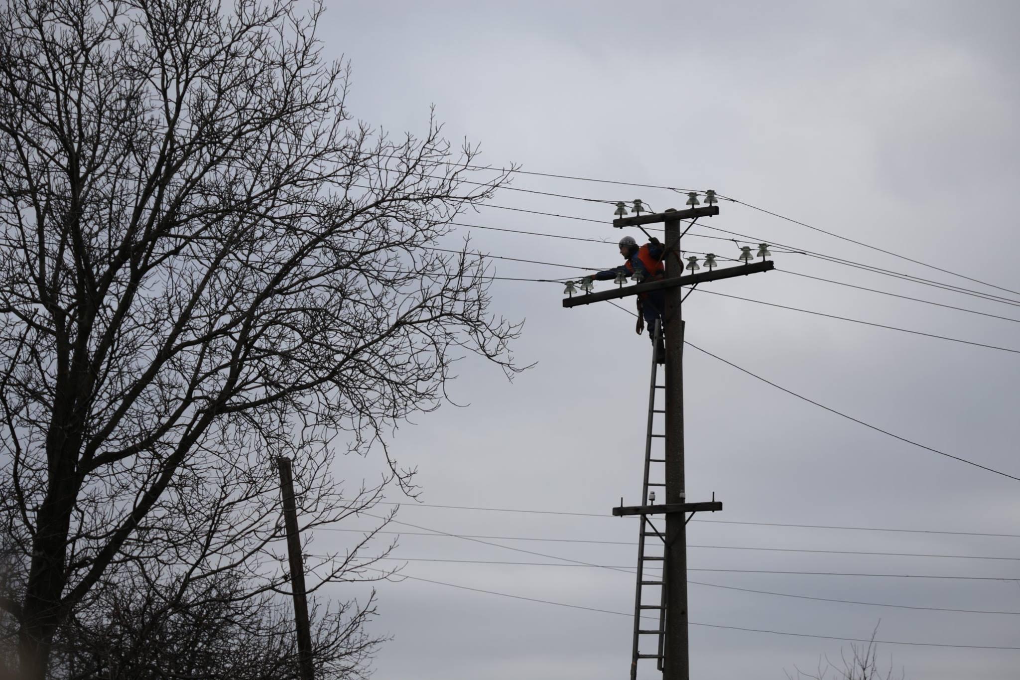 Украинские энергетики обесточили насосную станцию, подающую воду нанеподконтрольную Луганщину