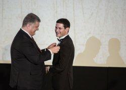 Порошенко дал орден режиссеру «Киборгов»