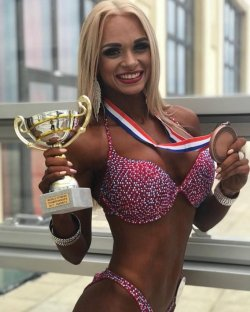 Луганчанка взяла бронзу на Чемпионате мира по бодибилдингу и фитнесу (фото)