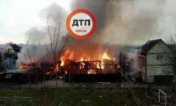 В Киеве выгорел и обрушился четырехэтажный дом