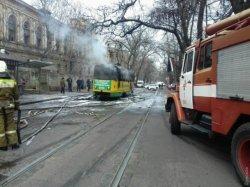 В Одессе на ходу загорелся трамвай: пассажиры выпрыгивали из окон