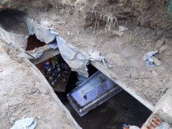 В Одесской области вандалы разрыли склеп и устроили посиделки рядом с гробом