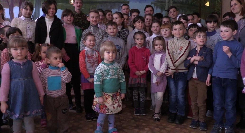 Дети изприфронтовых городов получили «гуманитарку» отСША