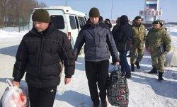 Украина и Россия обменялись захваченными в прошлом году пограничниками