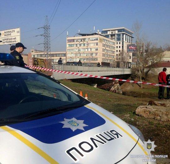 ВХарькове здешние граждане обнаружили мертвого мужчину вмешке
