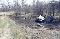 В селе Песчаное на Луганщине подорвался автомобиль с семьей. Погибли четыре человека