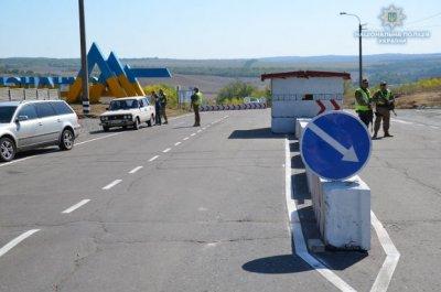 Наев вместе с полицией проверил обновленные блокпосты в Луганской области