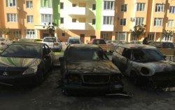 Под Киевом сожгли 2 автомобиля