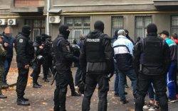 В Киеве полиция задержала группу вооруженных мужчин