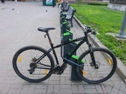 В Киеве на шести станциях метро установят бесплатные велопарковки