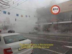 В центре Киева снова прорвало трубу с горячей водой