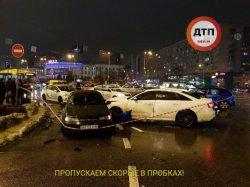 В центре Киева водитель на скорости протаранил 4 авто, погибла девушка
