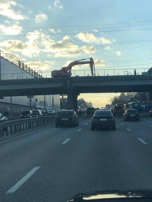 В Киеве демонтируют Шулявский мост