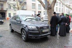 В Одессе монах вызвал полицию из-за «минирования» своего Audi Q7