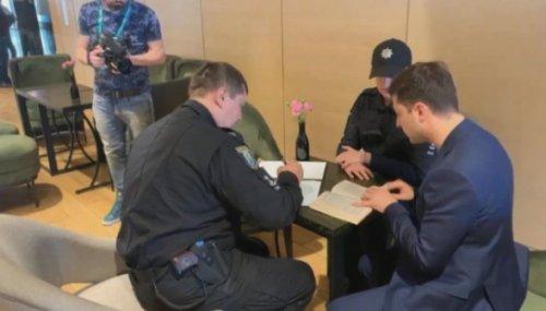 Полиция вручила Зеленскому админпротокол