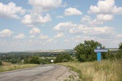 Дорожники показали ремонт трассы между Счастьем и Новоайдаром