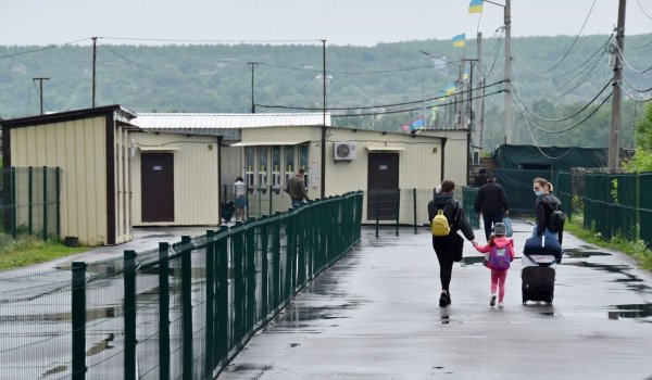Жители оккупированных районов смогут бесплатно получить прививки от COVID-19 на КПВВ в Счастье и Новотроицком